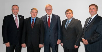 From left to right: Arno G?rtner, CEO of Karl Mayer, Karlheinz Liebrandt (President of LIBA), Fritz P. Mayer (member of Karl Mayer?s Supervisory Board), Thomas Liebrandt (President of Liba), Dr. Helmut Pre?l (CFO of Karl Mayer)